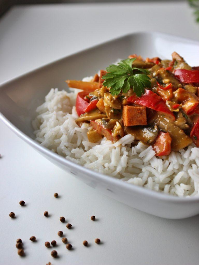 Warzywa z tofu w sosie satay