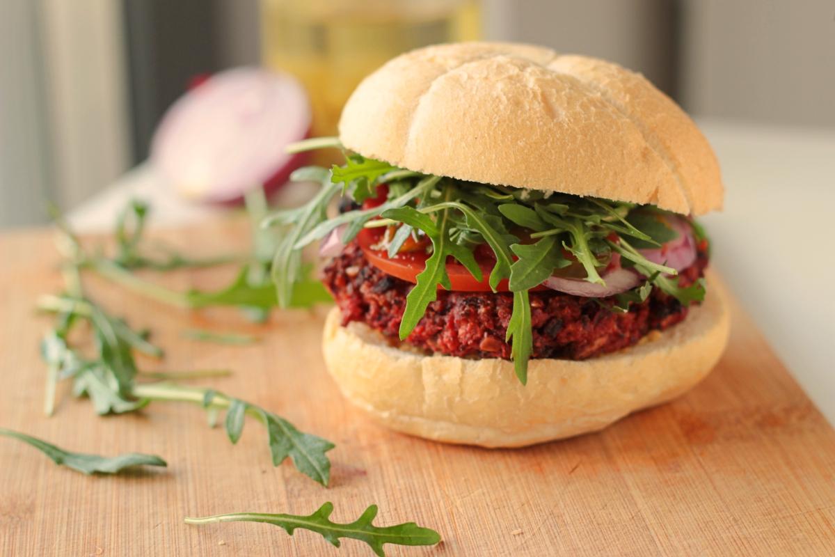 Burgery z buraka – 100% wegańskie
