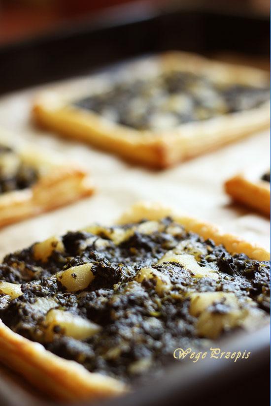 Ciasto francuskie ze szpinakiem i karmelizowanymi gruszkami