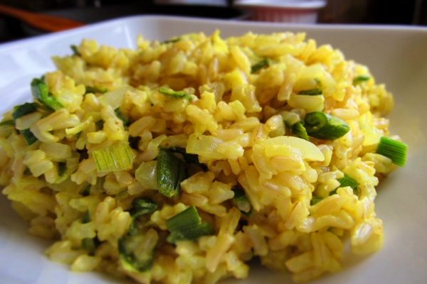 Ryż z sosem cebulowym z curry