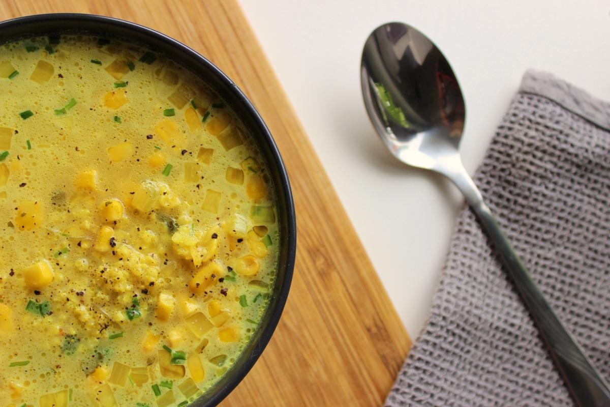 Zupa kukurydziana z curry (wegańska)