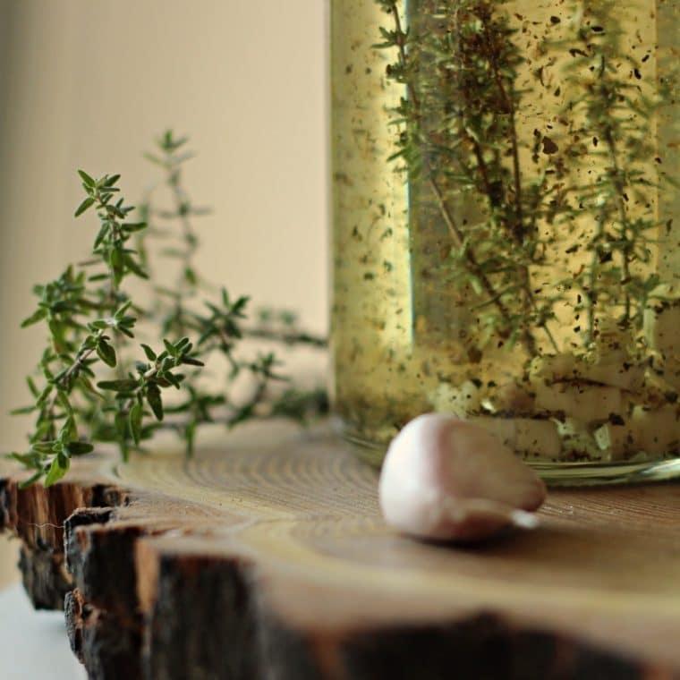 Oliwa smakowa czosnkowa (olej smakowy)