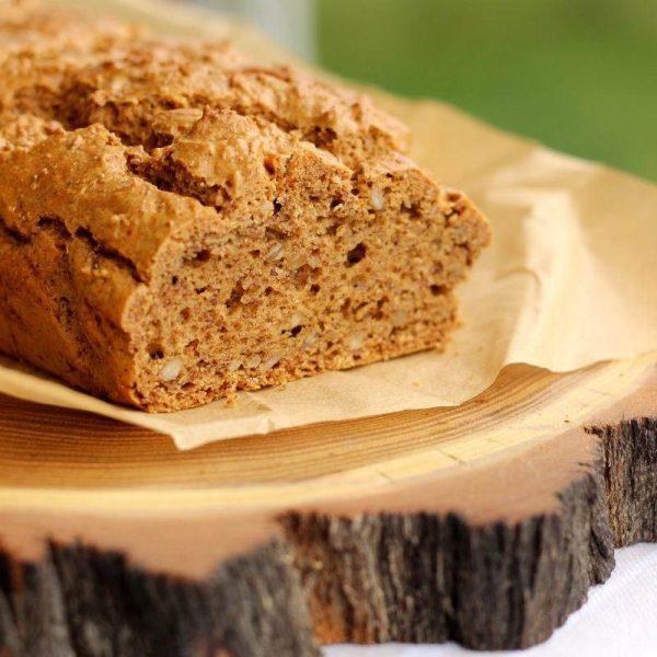 Chleb na maśle orzechowym z siemieniem lnianym
