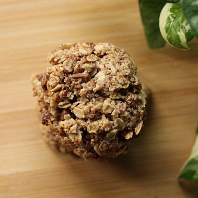 Wegańskie ciasteczka owsiane z czekoladą (tylko 5 składników)