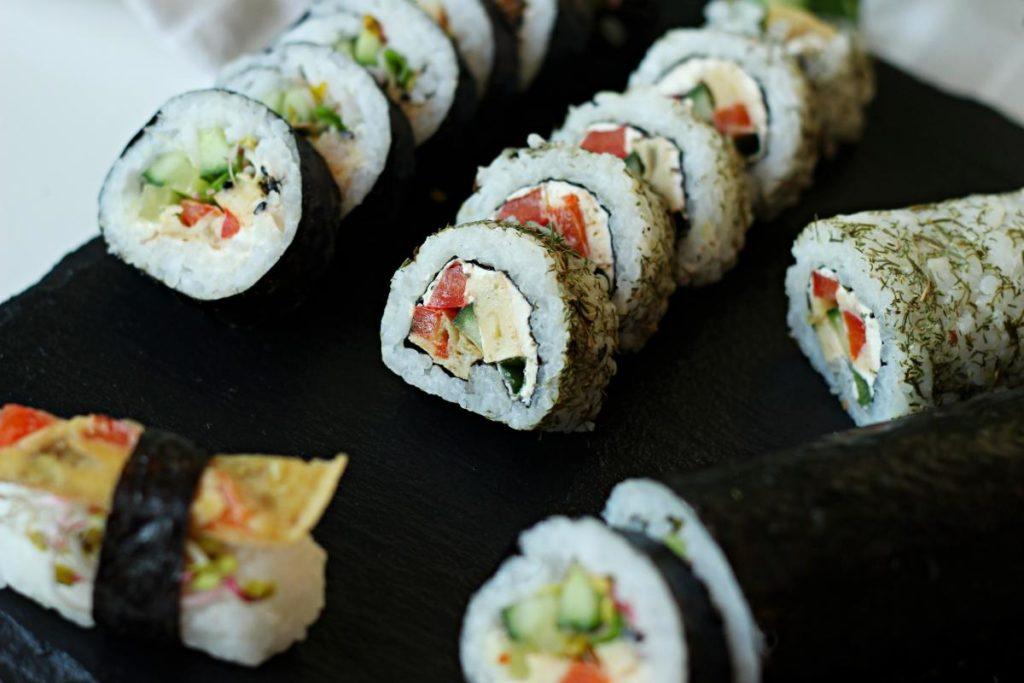 Sushi z omletem