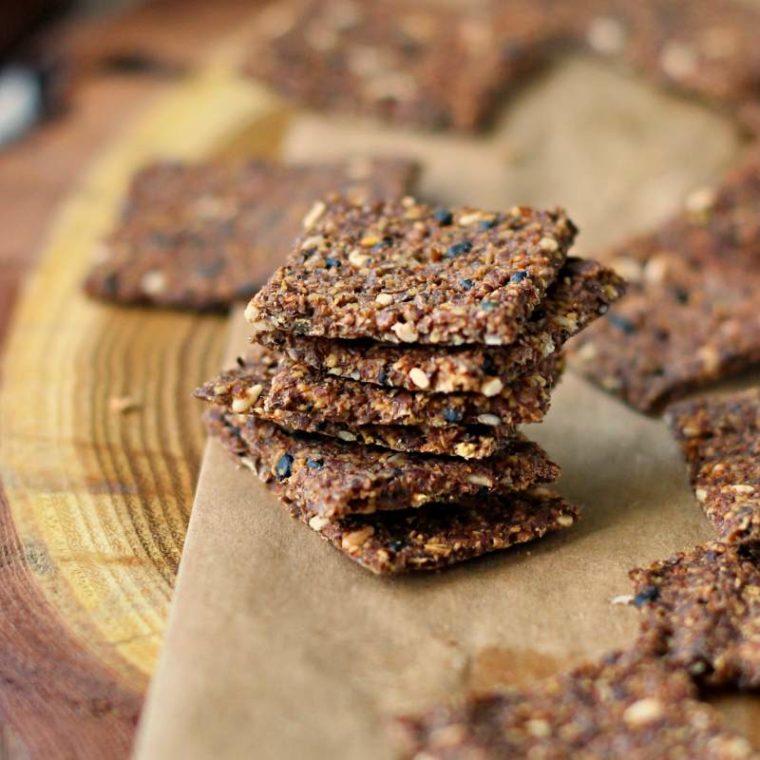 Keto krakersy lniane – 3 składniki! (wegańskie, low carb)