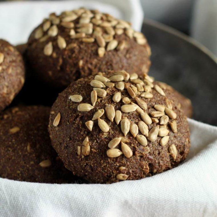 Keto bułki z siemieniem lnianym bez mąki (low carb, bezglutenowe)